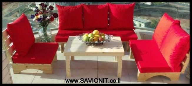 פינת זולה בצבע אדום למרפסת