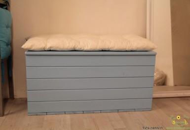 ספסל אחסון 1 מטר צבוע עם כרית