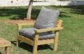 ספסל זולה גבוה עם ידיות ומושב קפיטונז' צבע ירוק אפור בהיר