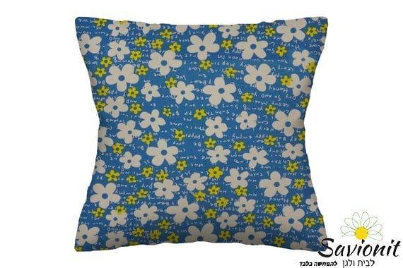 """כרית נוי דגם פרחי מים כחולים 50/50 מק""""ט בד 4057"""