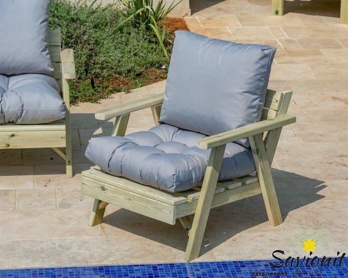 כורסא בודדת נדגם נקסט עשויה מעץ מלא ריפוד פרימיום