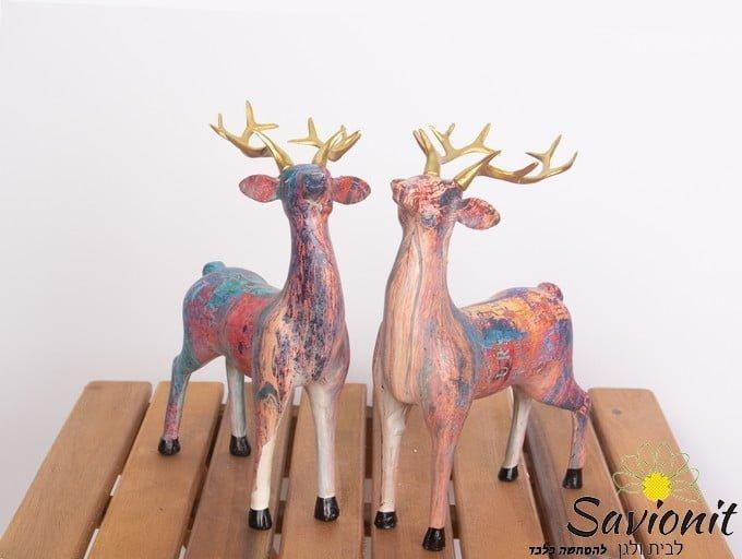 זוג פסלי איילים צבעוניים
