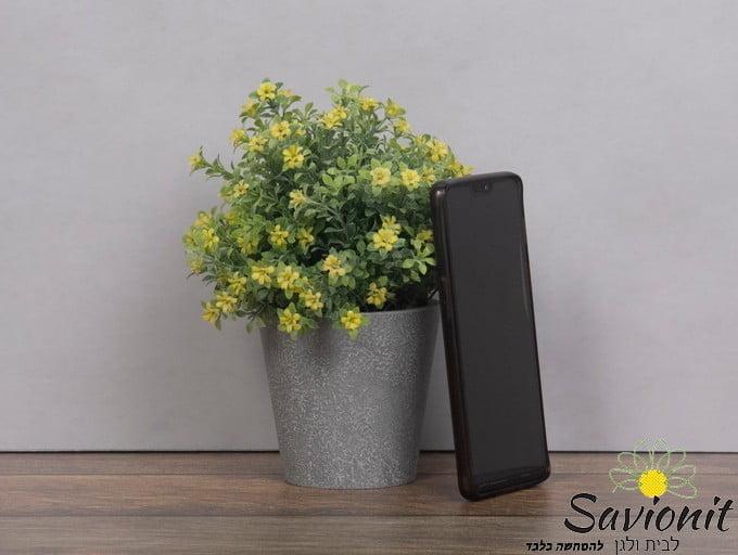עציץ פלסטיק דמוי בטון פרח צהוב